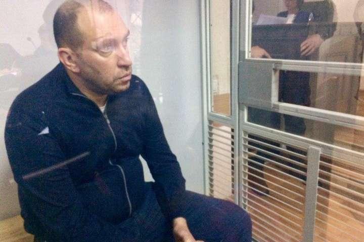 Прокуратура хоче покарати поліцейських, які зняли електронний браслет з Альперіна