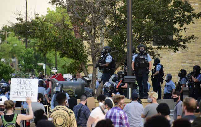 Протести в США: шість поліцейських затримали через перевищення повноважень
