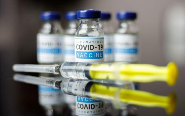У Британії розробляють універсальну вакцину проти всіх штамів COVID