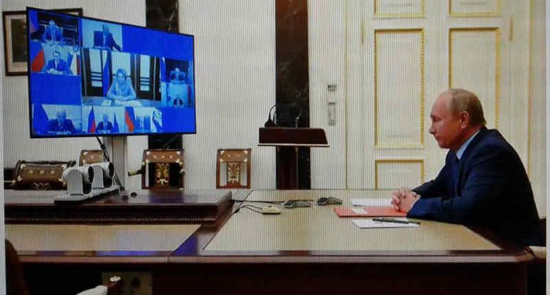 """Останні дні """"ПОНТєї"""": Путін сховався і править Росією з бункера"""