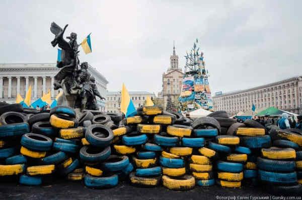 Родини героїв Небесної Сотні просять Раду визнати Революцію Гідності ключовою подією державотворення України
