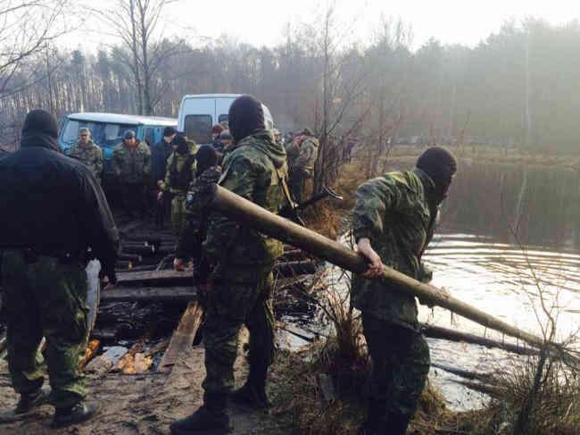 ГПУ оголосила підозри банді бурштинокопачів після візиту Зеленського на Житомирщину