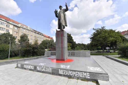 Втомилися відмивати: Чехія пропонує Росії забрати пам'ятник радянському маршалу