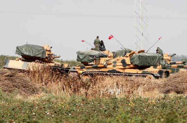Туреччина почала стягувати бронетехніку до кордону Сирії