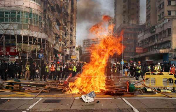 У Гонконгу поновилися протести - на вулиці вийшли тисячі людей