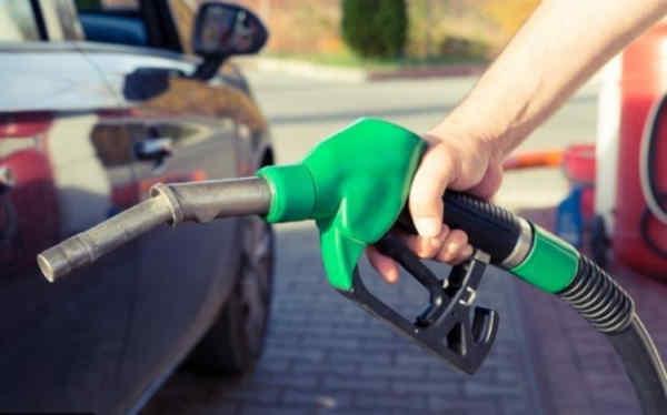 Фахівці пояснили, чому зростають ціни на бензин
