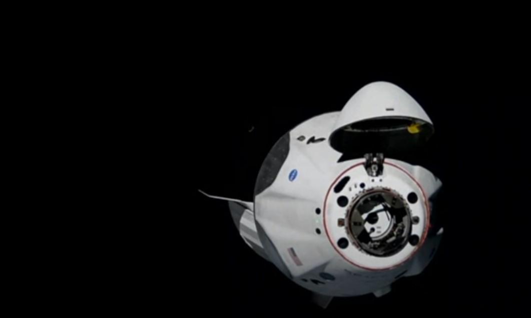 Корабель Маска Crew Dragon готується до стикування з МКС (трансляція)