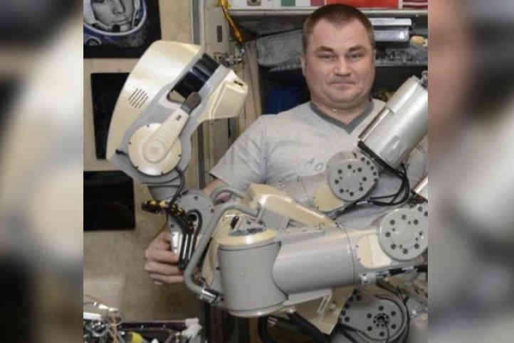 Хотіли вдарити молотком: робота-рукожопа Федора на МКС вдалось ввімкнути лише з десятої спроби