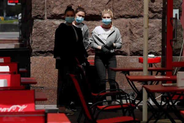 Де найвищий ризик заразитися COVID-19: вчені назвали найнебезпечніші місця