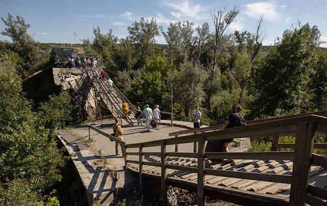 Українська сторона призупинила демонтаж фортифікацій в Станиці Луганській