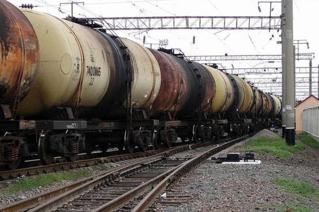 Залізниця закуповує дизпаливо за завищеною ціною, а штатні антикорупціонери мовчать?