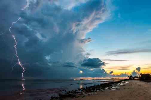 Погода на 10 травня: комусь неділя принесе хмари, а комусь – спеку