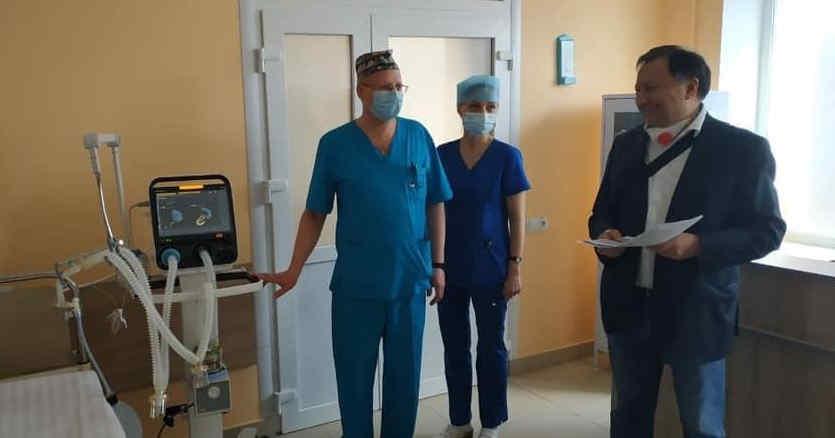 Фонд Порошенка пофінансував придбання апарату штучної вентиляції легень для лікарні у Львові