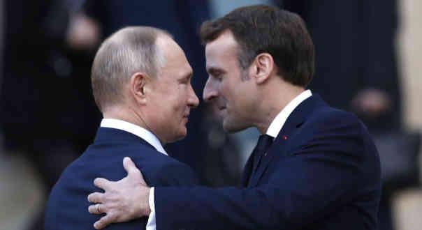 По телефону незручно дупу лизати: Макрон після розмови з Путіним анонсував візит до Московії