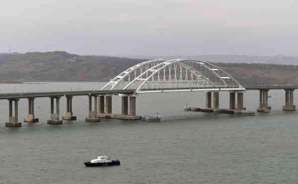 Кримський міст ілюзій Путіна