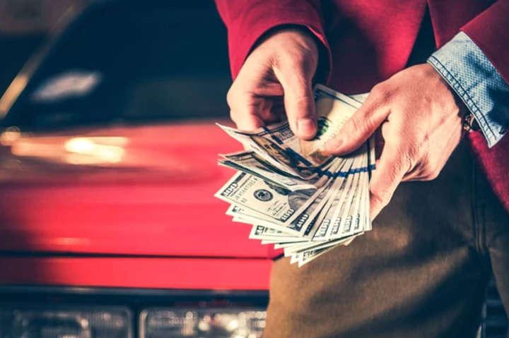 Податки при продажу авто: скільки українцям доведеться платити