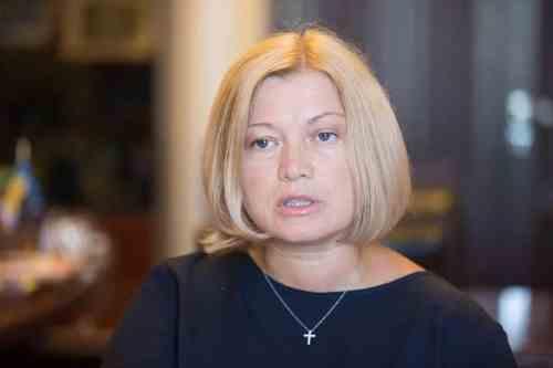 Влада повинна повернути українську армію на так важко здобуті позиції – Геращенко