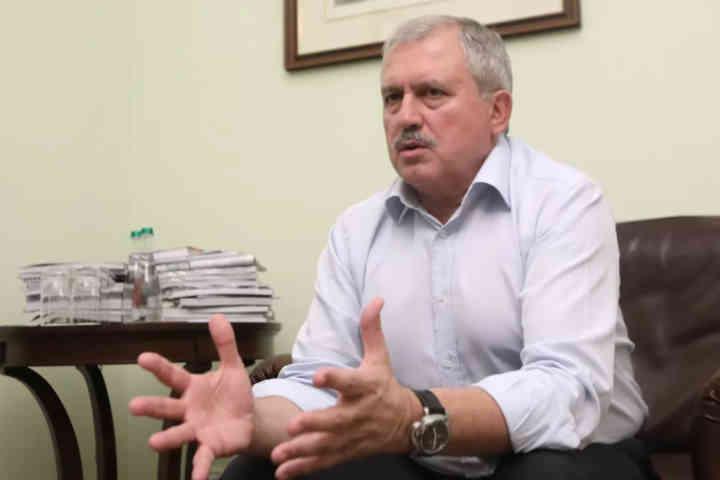 Ніяких виборів на звільненій території. Відомий політик пояснив, як треба повертати Донбас і Крим