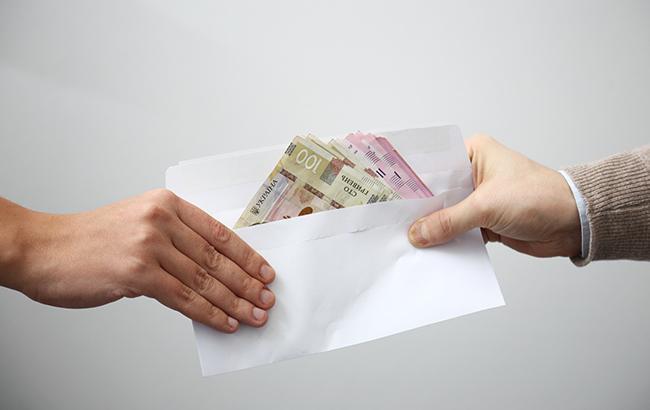 Мешканка Луганщини намагалася підкупити главу відділення держбанку в Харкові за незаконну ідентифікацію банківських карт з ОРЛО
