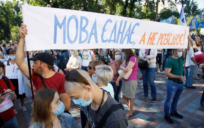Більшість українців не бачать порушення прав російськомовних