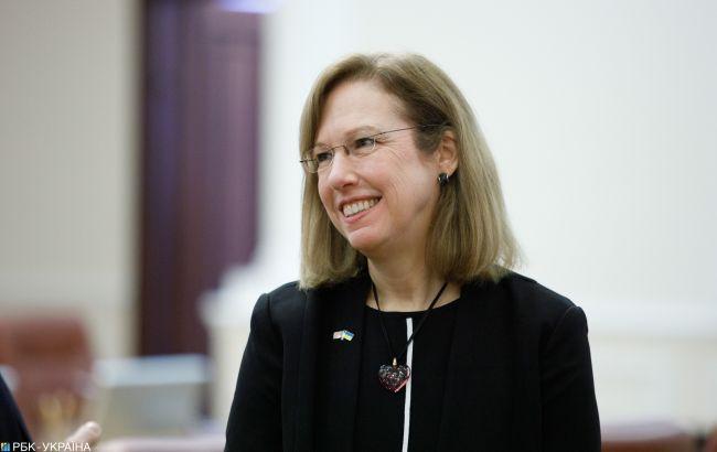 США подарують Україні холодильник для COVID-вакцини