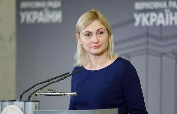 Понад 200 народних депутатів закликали суддів КСУ піти у відставку