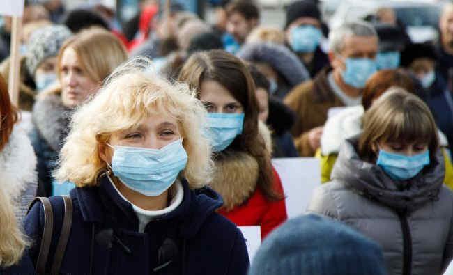 Новий прогноз НАН по COVID: очікується повільне загасання захворюваності