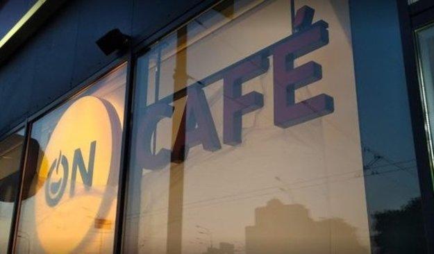 Кондитерська корпорація Roshen відкрила першу кав'ярню, в якій відвідувачам пропонують гарячі напої та іспанські чуроси