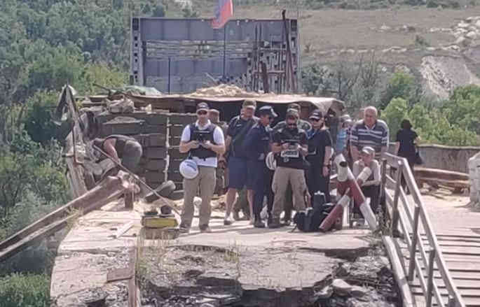Спостерігачів ОБСЄ помітили за спільним з окупантами патрулюванням позицій ЗСУ. ВIДЕО
