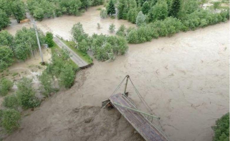 Повінь знищила 110 км доріг та 90 мостів на Івано-Франківщині, - Укравтодор
