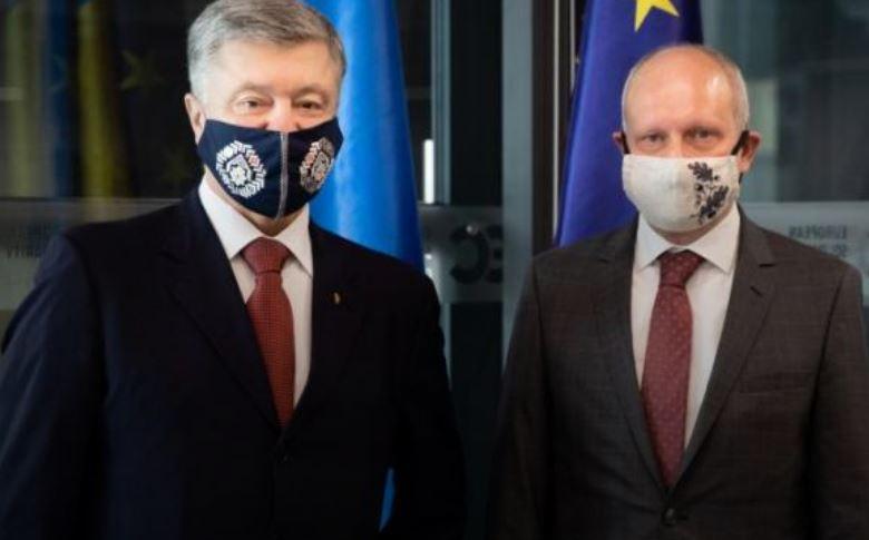 Порошенко обговорив із Послом ЄС Маасікасом значення безвізу, макрофінансову допомогу на 1,2 млрд євро і загрозу гальмування реформ