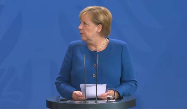 Меркель вимагає від РФ подальших кроків для зняття санкцій