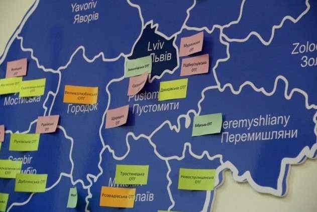 Райони – округи, області – регіони. Як Зеленський перемальовує Україну