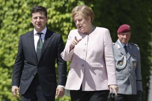 Меркель навчить Зеленського, як треба спілкуватися з Путіним, – ЗМІ
