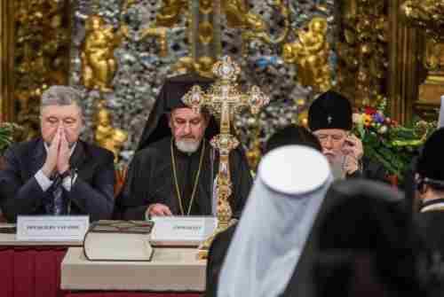Поместная церковь, пошагово: Томос, отчаяние Москвы и охрана Порошенко