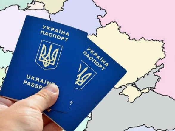 В'їзд українців до РФ лише за закордонним паспортом хочуть скасувати через суд