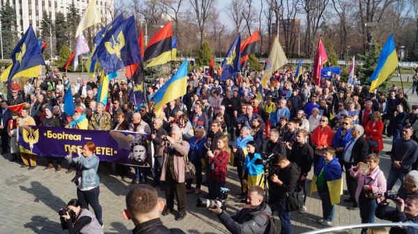 У Дніпрі мітингарі вимагали відставки Зеленського: фото та відео