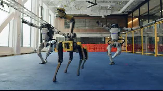 Роботи Boston Dynamics станцювали, проводжаючи 2020 рік