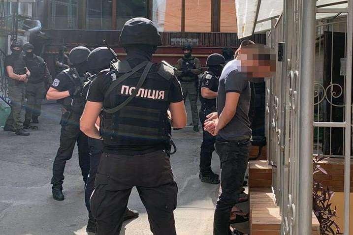 Напередодні Дня Незалежності у центрі Києва поліція виявила озброєну групу осіб