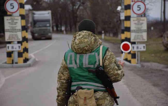 На кордоні з Румунією зі стріляниною зупинили автомобіль, є поранений