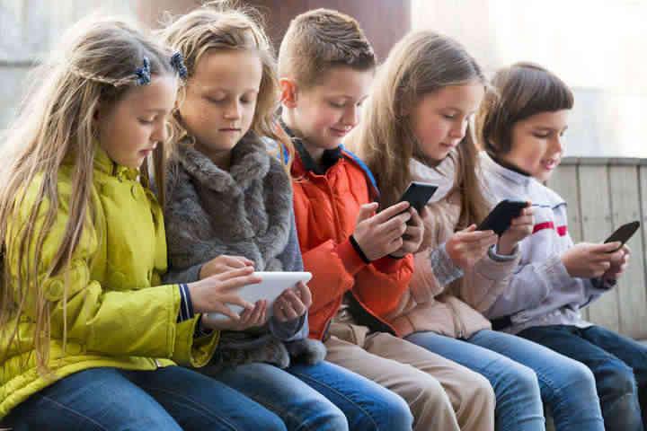 У США хочуть заборонити смартфони для людей молодших 21 року