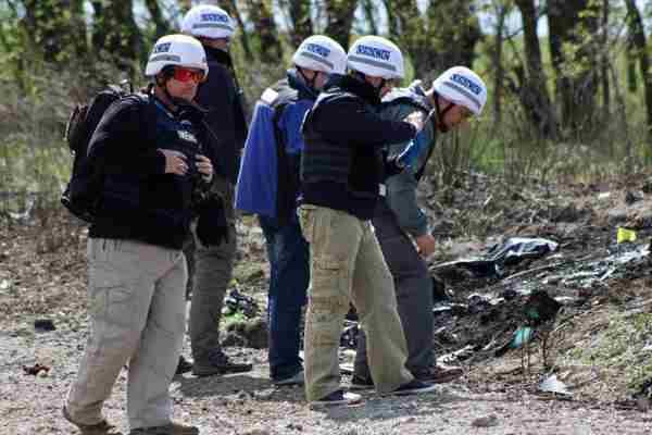 """Хімічна атака на Донбасі: ОБСЄ помітили цистерни з написом """"Сірчана кислота"""""""