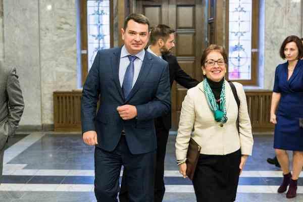 ДБР розслідує отримання Ситником хабара від Крючкова