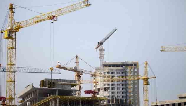 Будівництво житла в Україні скоротилося у півтора рази, в Києві - у шість разів