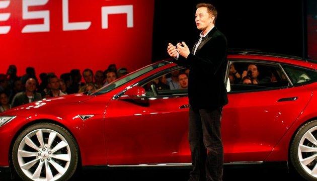Автомобілі Tesla значно подешевшають завдяки