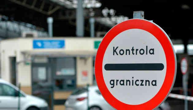 Відсьогодні Польща оформлюватиме дозволи українським вантажним автоперевізникам