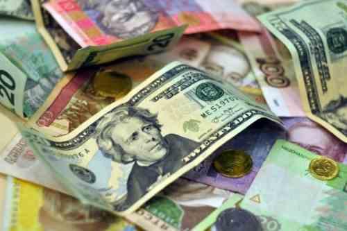Курс долара продовжує падати на міжбанку