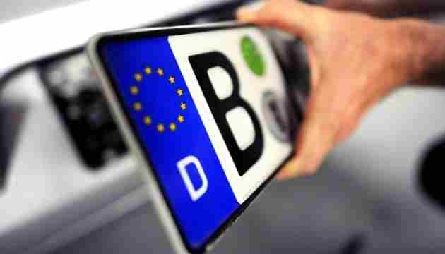 Поліція почала штрафувати «євробляхерів», отримавши доступ до бази митниці (відео)