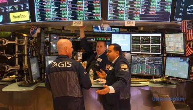 Фондову біржу у Нью-Йорку лихоманить попри вливання з резервів США