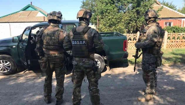 На межі з Кримом знешкодили банду, яка обдирала перевізників